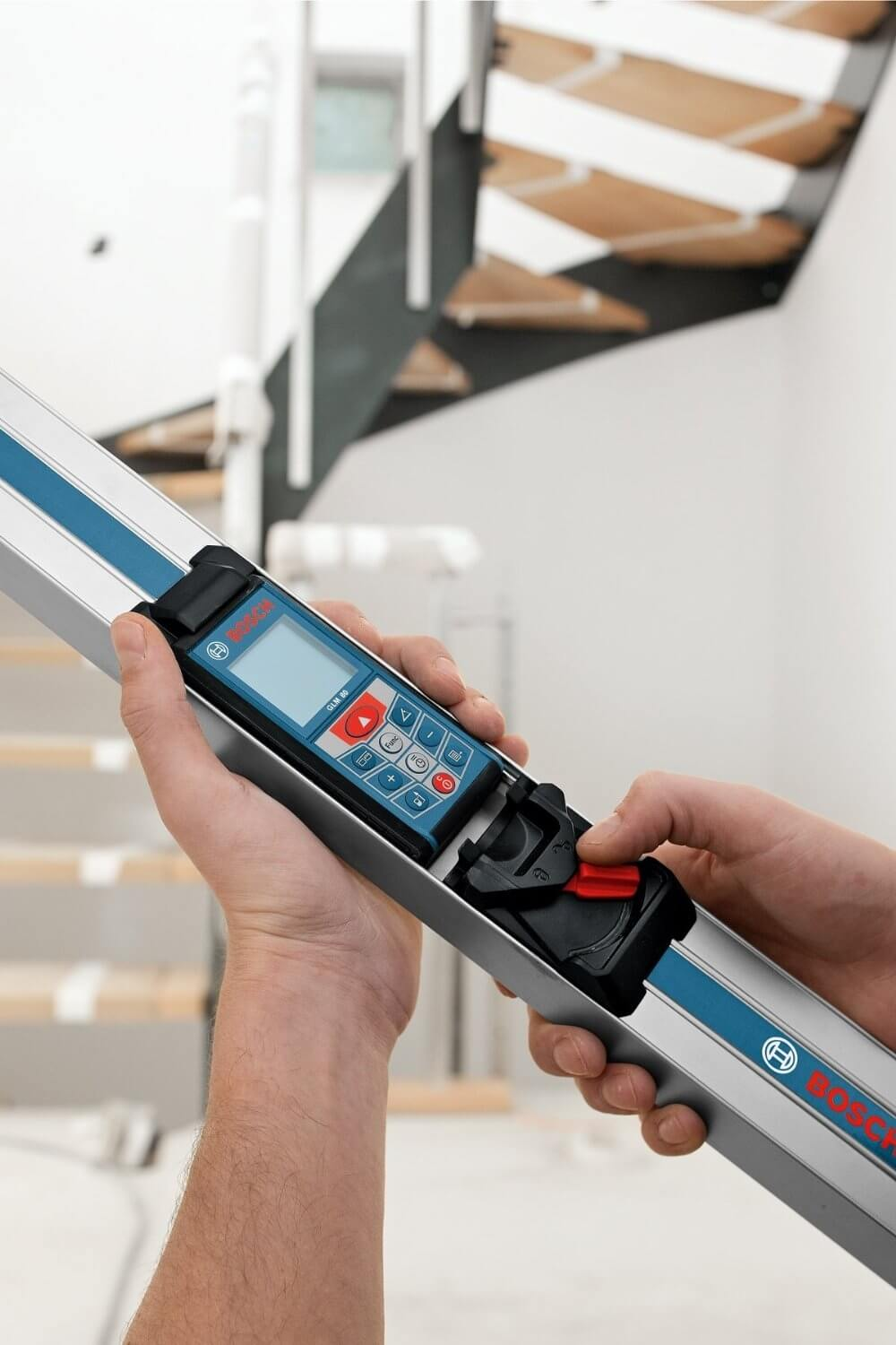 Bosch GLM 80 + R 60 Combo Kit with 265-Foot Distance Measurer and 24-Inch Digital Level ES5144
